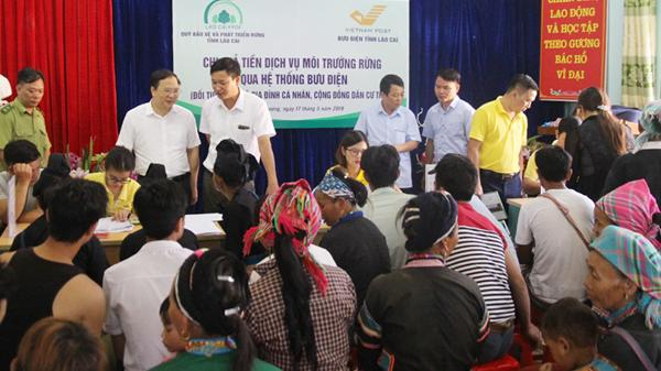 Chi trả tiền dịch vụ môi trường rừng qua hệ thống bưu điện cho người dân Mường Khương (Lào Cai)