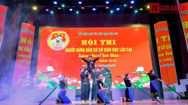 Chùm ảnh: Các thầy cô hiệu trưởng Lào Cai hát hay múa đẹp như nghệ sĩ chuyên nghiệp