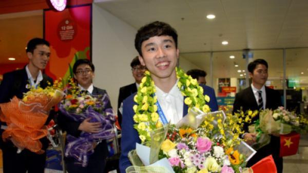 Đón đoàn học sinh dự thi Intel ISEF 2019, nam sinh Lào Cai xuất sắc mang thắng lợi trở về