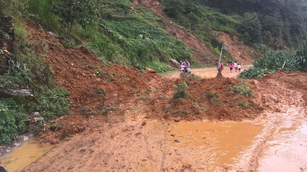 Vùng núi Lào Cai cần đề phòng lũ quét, sạ.t lở đất đá