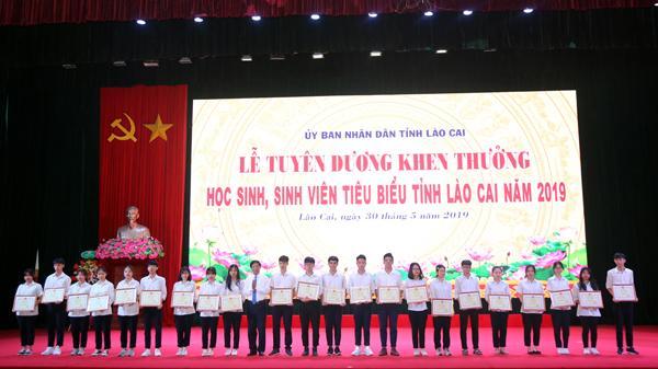 Tuyên dương, khen thưởng 450 học sinh tiêu biểu tỉnh Lào Cai năm 2019
