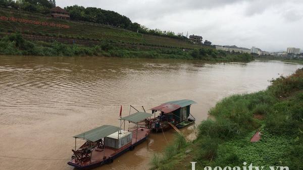 Lũ trên sông Hồng đoạn chảy qua thành phố Lào Cai đang lên nhanh