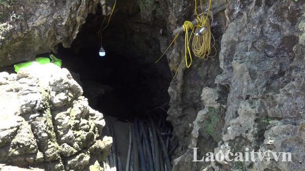 Nỗ lực giải cứu nạ.n nhân bị mắc kẹt trong hang đá ở huyện Si Ma Cai (Lào Cai)