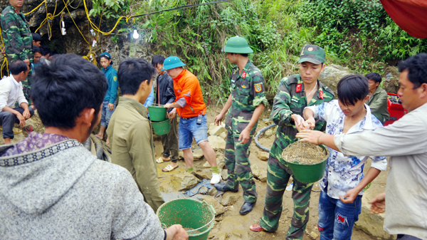 Lào Cai: Có thể phải dùng thuốc nổ để phá cửa hang giải cứu nạ.n nhân bị mắc kẹt
