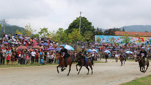 """Hấp dẫn vòng loại Giải Đua ngựa truyền thống Bắc Hà (Lào Cai) """"Vó ngựa cao nguyên trắng"""" năm 2019"""