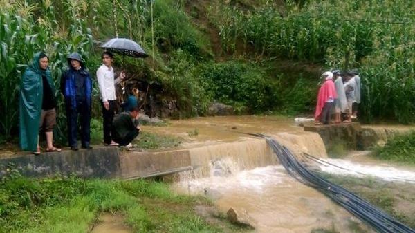 Vụ người đàn ông mắc kẹt 9 ngày trong hang sâu 40 mét ở Lào Cai: Mưa lớn kéo dài, công tác cứu hộ quay lại 'vạch xuất phát'