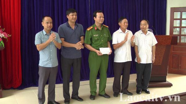 Lào Cai: Khen thưởng đột xuất lực lượng triệt phá đường dây vận chuyển 16 bánh heroi.n