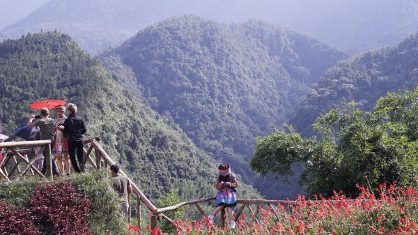 Khách du lịch đến Lào Cai vượt qua con số 3 triệu lượt