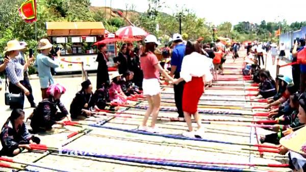 Hơn 10.000 người tham gia xác lập kỷ lục nhảy sạp tại Fansipan (Lào Cai)