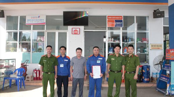 Thiếu nữ 15 tuổi được giải cứu khi đối tượng bắt cóc vào đổ xăng ở Lào Cai