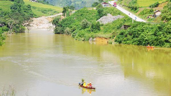 Lào Cai: Cử 70 bộ đội và dân quân tìm kiếm thi thể nạn nhân bị lũ cuốn trôi