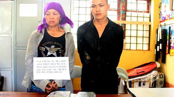 Bắc Hà (Lào Cai): Bắt 2 mẹ con vận chuyển 4 bánh heroin