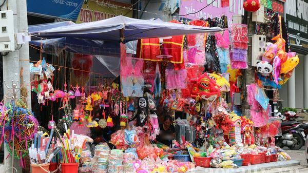 Thị trường đồ chơi Trung thu ở Lào Cai: hàng Việt chiếm ưu thế