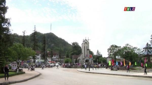 Người dân Sa Pa hân hoan khi Sa Pa được nâng cấp lên thị xã