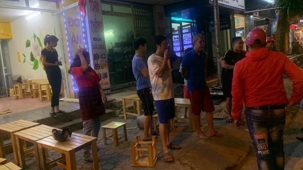 CLIP: Hai nhóm thanh niên ở Lào Cai cầm dao hỗn chiến trên đường