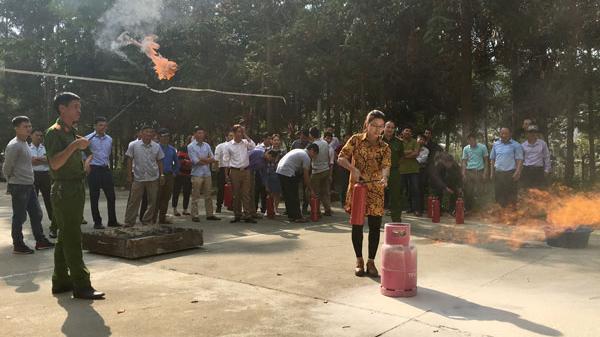 Si Ma Cai (Lào Cai) tập huấn phòng cháy, chữa cháy cho 50 cán bộ khối cơ quan hành chính