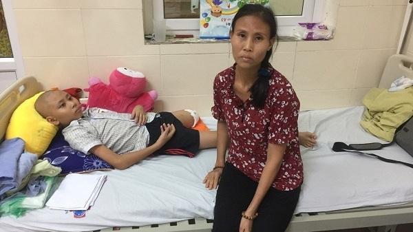 Lào Cai: Quặn lòng cảnh bố bị tai biê'n, con trầm cảm nặng vì mắc bệnh un g thư