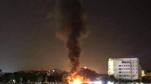 Phường Phố Mới (Lào Cai): Cháy dữ dội bãi để lốp xe ô tô cũ