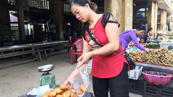 Về Mường Hum (Lào Cai) tìm bánh rán dẻo thơm