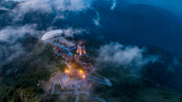 Đêm trên đỉnh Fansipan (Lào Cai)