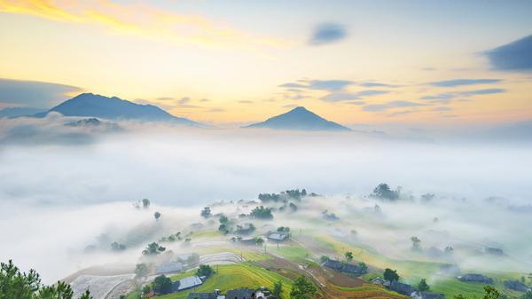 Ngôi làng ở Lào Cai như miền cổ tích giữa biển mây