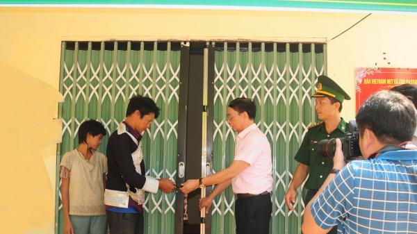 Bàn giao nhà cho 3 hộ đặc biệt khó khăn tại xã A Mú Sung (Lào Cai)