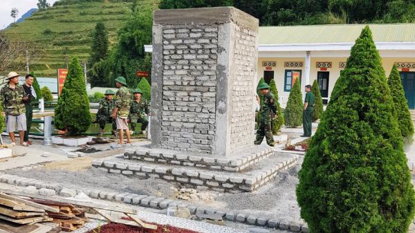 """Đồn Biên phòng Si Ma Cai (Lào Cai) xây dựng tượng đài """"Bác Hồ với chiến sỹ biên phòng"""""""