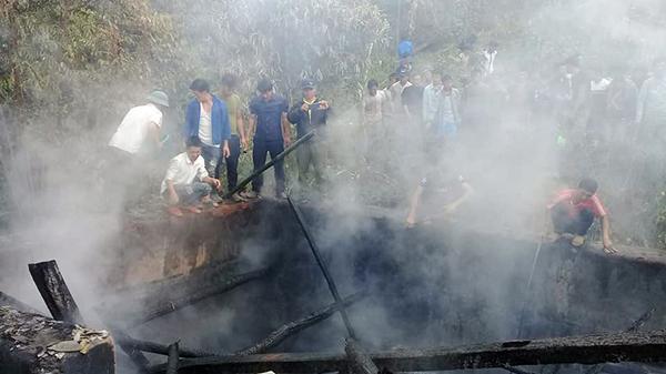 Cháy nhà tại xã Y Tý (Lào Cai) khiến một trẻ nhỏ bị bỏng nặng