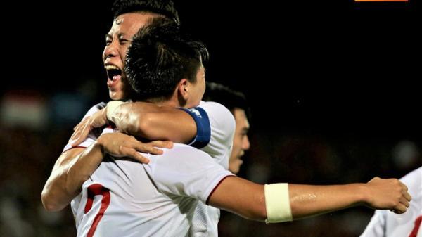 Việt Nam 1-0 Indonesia: Duy Mạnh ăn mừng đầy cảm xúc khi có bàn thắng đầu tiên trong màu áo Đội tuyển Quốc gia