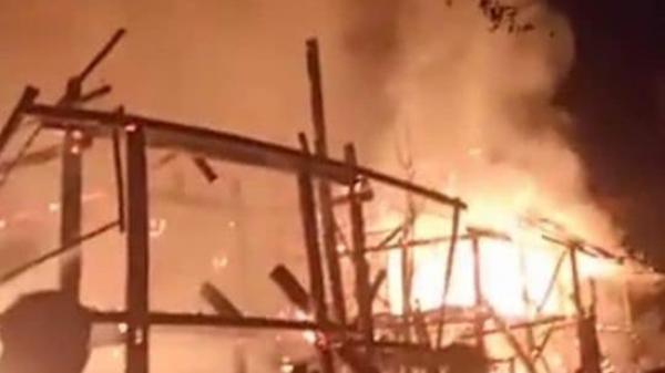 Lào Cai: Cãi nhau với vợ, người đàn ông say rượu đốt cháy 2 căn nhà