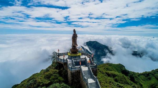 Giá vé cáp treo Fansipan giảm còn 350.000 đồng/người lớn nhân dịp khu du lịch được World Travel Awards vinh danh