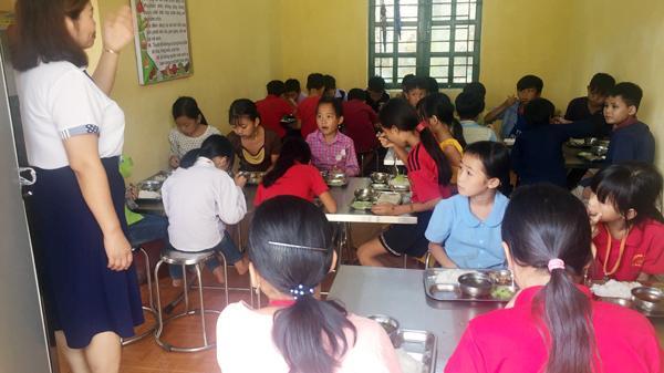 """Xung quanh những """"lùm xùm"""" tại Trường Tiểu học xã Bản Phiệt (Lào Cai)"""