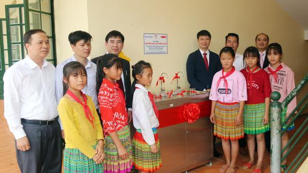 Tặng hệ thống máy lọc nước sạch cho trường học tại xã Bản Cái (Bắc Hà)
