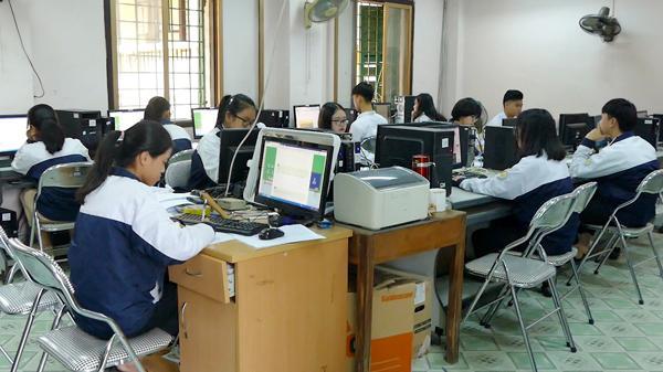 Trường THPT số 1 thành phố Lào Cai triển khai thi giữa kỳ trên máy tính