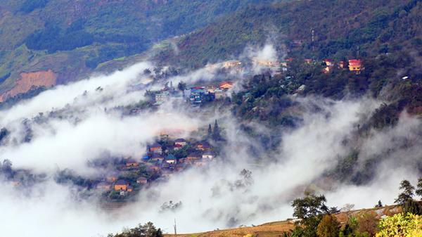 Ngỡ ngàng vẻ đẹp thiên đường mây Y Tý (Lào Cai)