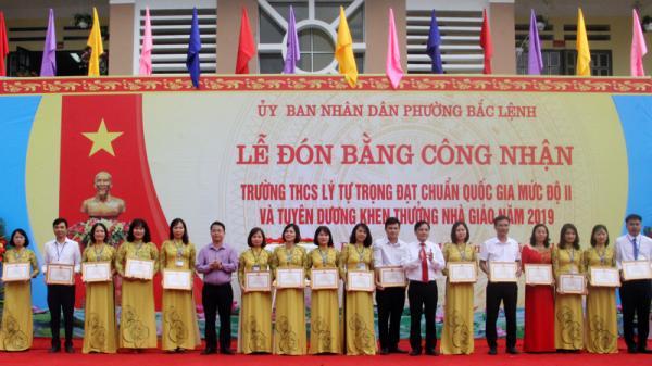Trường THCS Lý Tự Trọng (Lào Cai) đón Bằng công nhận đạt chuẩn mức độ II