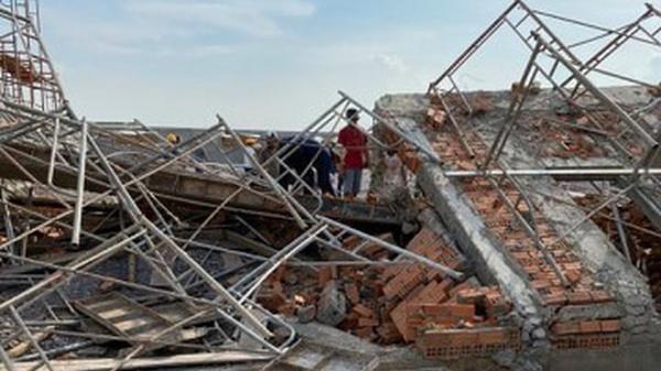 """Nhà thầu thi công nói về nguyên nhân vụ sập tường khiến 10 người c.hết: """"Do gió to"""""""