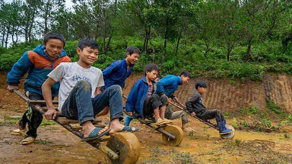 Chùm ảnh: Hồn nhiên trẻ em vùng cao Lào Cai