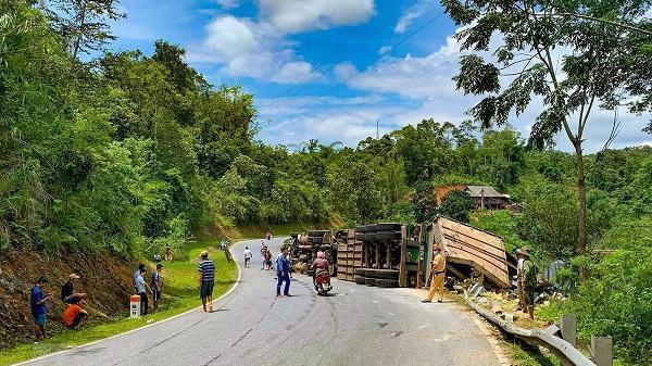 Liên tiếp 2 vụ lật xe container trên Quốc lộ 279, 1 người bị thương