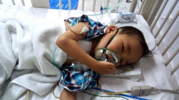 Lào Cai: Quá bế tắc, người cha cầu xin sự giúp đỡ để cứu con trai