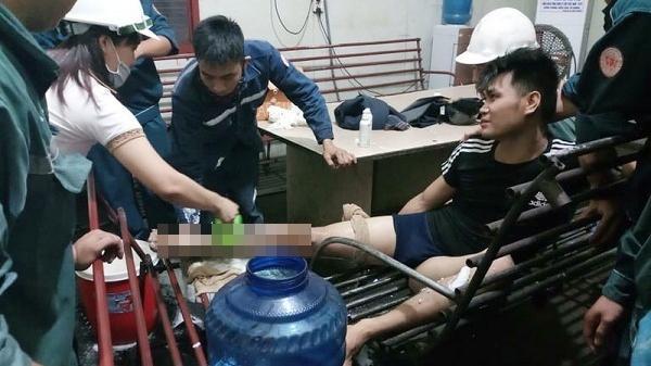 Lào Cai: Tụt chân xuống rãnh lò đang luyện gang, nam công nhân bỏng nặng