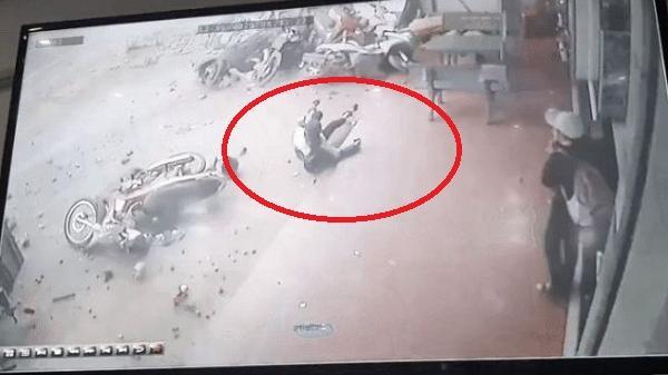 Clip: Khoảnh khắc xe tải lao nhanh vào chợ khiến 5 người tử vong ở Đắk Nông
