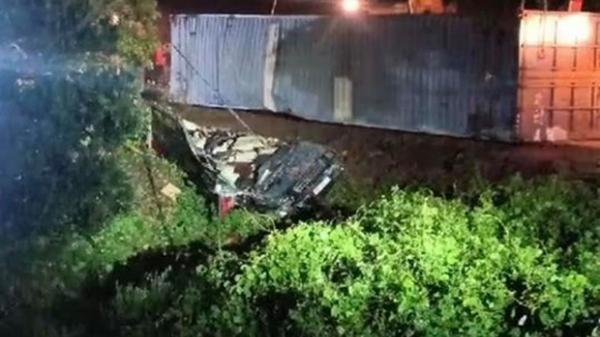 Vụ xe container đè xe limousine bẹp dúm ở Quảng Ninh: Có tổng 3 nạn nhân tử vong