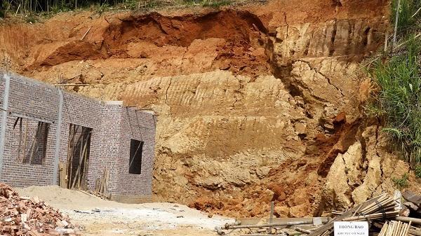 Lào Cai di dời khẩn cấp 6 hộ dân có nguy cơ bị ảnh hưởng do sạt lở đất