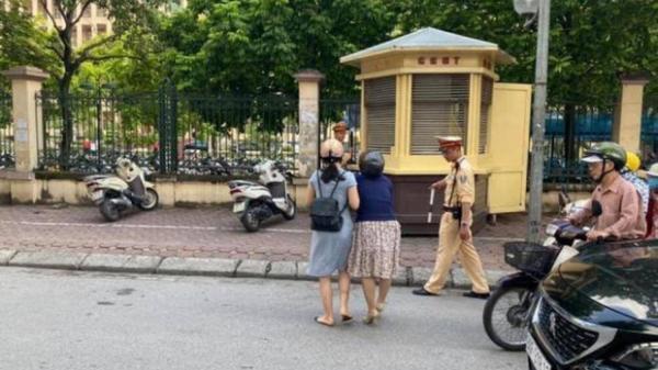 Xác minh thông tin CSGT kéo ngã hai người phụ nữ đi xe máy