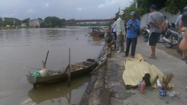 Phát hiện thi thể 3 mẹ con buộc chặt vào nhau nổi trên sông