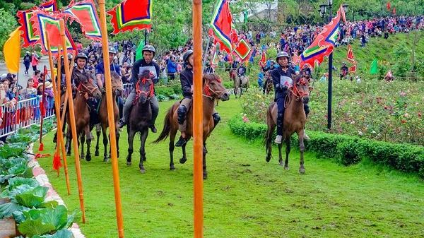 """Du khách phấn khích với giải đua """"Vó ngựa trên mây"""" ở Lào Cai"""