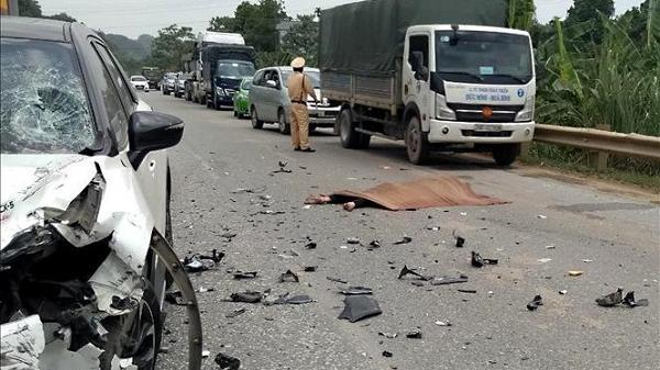 Tây Bắc: Ô tô va chạm với xe máy và gây tai nạn liên hoàn làm một người tử vong