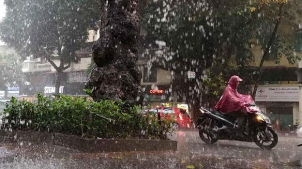 Miền Bắc bước vào đợt mưa lớn kéo dài từ ngày mai, cảnh báo lốc, sét và gió giật mạnh