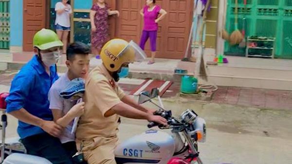 """Nam sinh Lào Cai ôn bài đến 3h rồi ngủ quên trước kỳ thi THPT quốc gia: """"Do điện thoại sập nguồn, em rất biết ơn các anh đã đến đón em"""""""